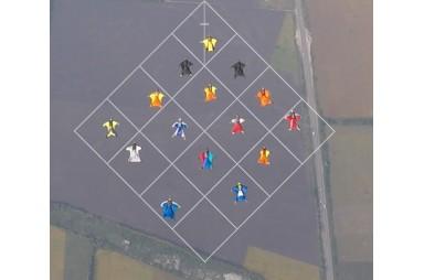 """Досягнення прихильників польотів в аеродинамічних комбенізонах - """"Велика формація-15"""""""